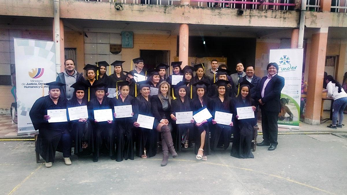 Graduación curso elaboracion y comercializacion  de productos chips y comida rapida,  Centro Rehabilitacion SociaL – CRISFE – FUNDER, Tulcán