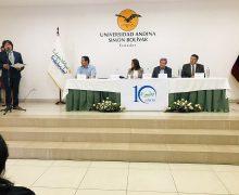 Personal de FUNDER en la sesión solemne por los 10 años  de vida institucional, Quito