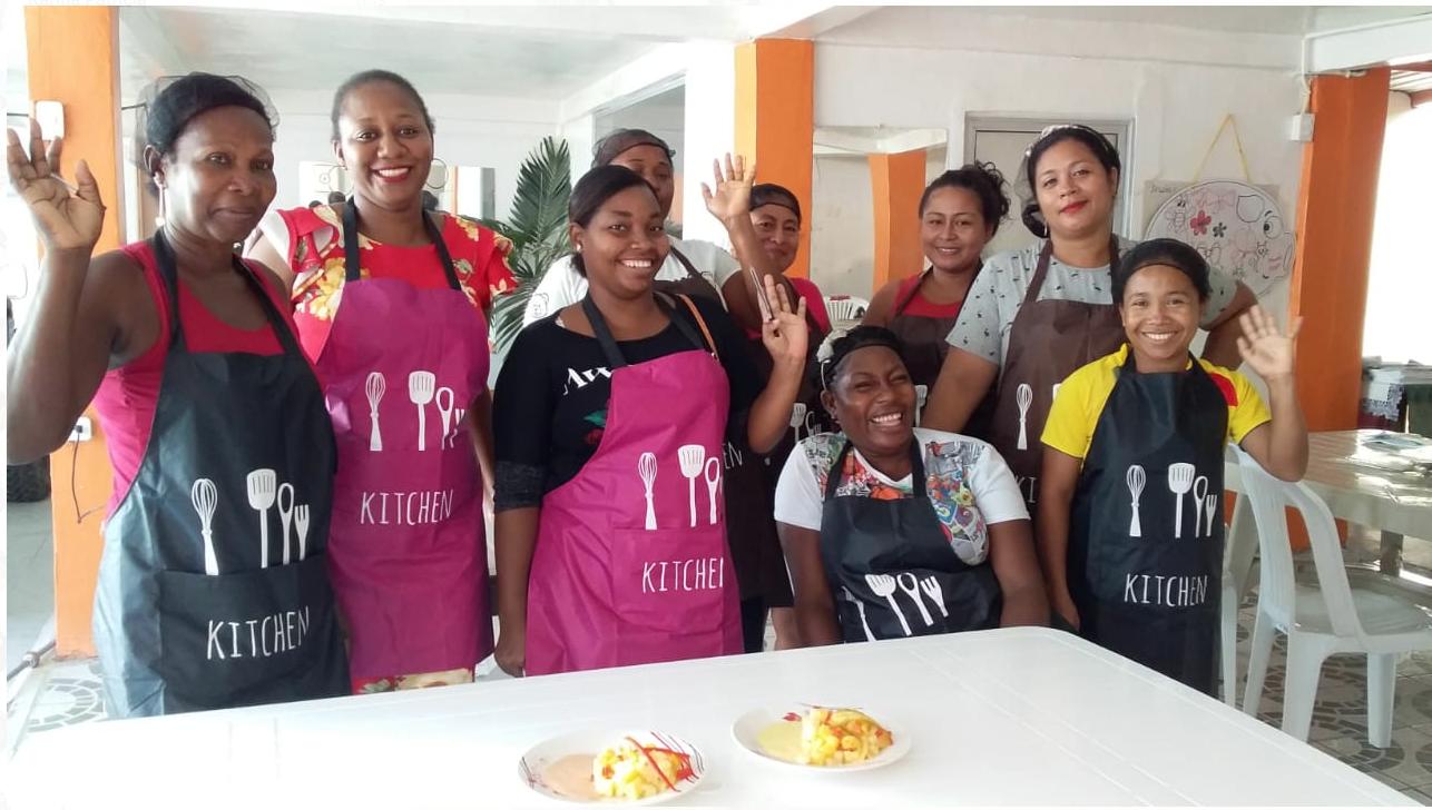 Curso de Servicio de Bares y Restaurantes. FUNDER – HIAS, Esmeraldas